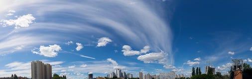 Panorama Ciel Été kiev l'ukraine Images stock