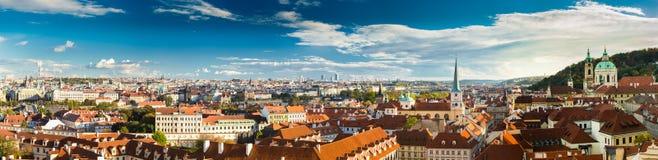 Panorama cityscape av Prague, Tjeckien Royaltyfri Bild
