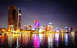 Panorama- cityscape av Saigon på natten, Vietnam royaltyfria foton