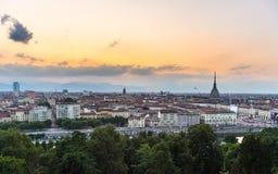 Panorama- cityscape av Turin från ovannämnt på solnedgången Royaltyfria Bilder