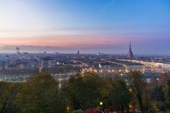 Panorama- cityscape av Turin från ovannämnt på solnedgången Royaltyfri Bild