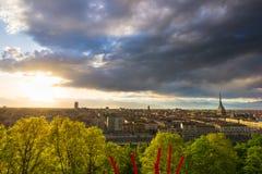 Panorama- cityscape av Turin från ovannämnt på solnedgången Arkivfoto