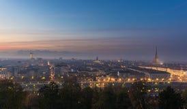 Panorama- cityscape av Turin (Torino) från ovannämnt på skymning Fotografering för Bildbyråer