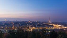 Panorama- cityscape av Turin (Torino) från ovannämnt på skymning Arkivfoto