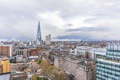 Panorama- cityscapesikt av London l?genheter som bygger arbete f?r st?lle f?r aff?rskontor fotografering för bildbyråer