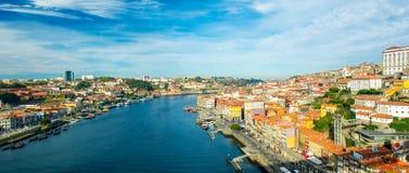 Panorama ciudad vieja de Oporto, Portugal en el río del Duero Foto de archivo libre de regalías