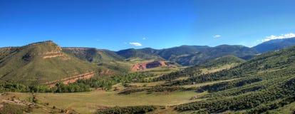 Panorama - colinas verdes en Colorado Foto de archivo