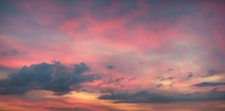 Panorama coloré de ciel de coucher du soleil Images libres de droits