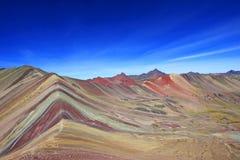 Panorama coloreado Perú de la montaña del arco iris Fotos de archivo