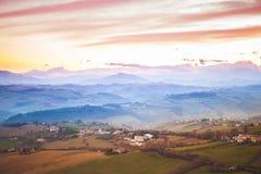Panorama colorido da manhã da vila italiana Imagem de Stock