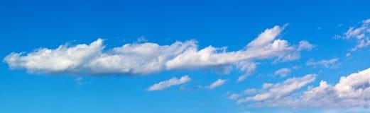 Panorama com nuvens brancas fotos de stock