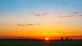 Panorama com por do sol sobre o horizonte Fotos de Stock