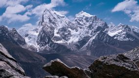 Panorama commovente delle montagne himalayane #1 stock footage