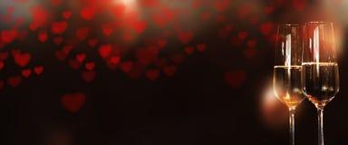 Panorama con el corazón y el champán para el día de tarjetas del día de San Valentín Fotos de archivo libres de regalías