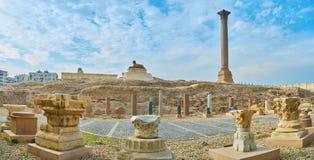 Panorama con el pilar y la esfinge, Alexandría, Egipto del ` s de Pompey imágenes de archivo libres de regalías