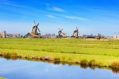 Panorama con i mulini a vento in Zaanse Schans, villaggio tradizionale, Paesi Bassi, l'Olanda Settentrionale Fotografia Stock Libera da Diritti
