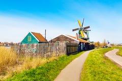 Panorama con i mulini a vento in Zaanse Schans, villaggio tradizionale, Paesi Bassi, l'Olanda Settentrionale Fotografie Stock Libere da Diritti