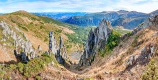 Panorama con il paesaggio delle montagne Immagini Stock Libere da Diritti