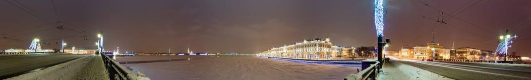 Panorama con il palazzo di inverno immagine stock
