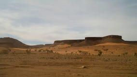 Panorama con la montaña de Adrar cerca de Terjit, de las rocas y de la garganta, Mauritania Imagen de archivo libre de regalías