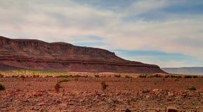 Panorama con la montaña de Adrar cerca de Terjit, de las rocas y de la garganta, Mauritania Imagen de archivo