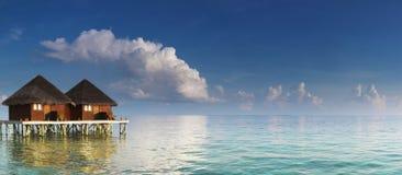 Panorama con los chalets del agua Fotos de archivo