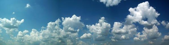 Panorama con un cielo nuvoloso Fotografia Stock Libera da Diritti