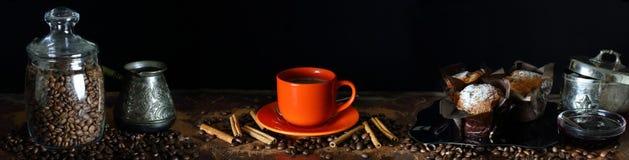 Panorama con una taza de café, de canela y de molletes Fotografía de archivo libre de regalías