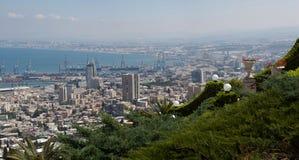 Panorama cosido de la opinión sobre la ciudad de Haifa Imagen de archivo