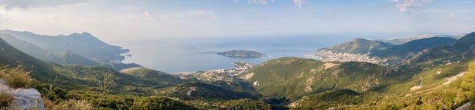 Panorama cosido de las montañas en Montenegro Foto de archivo libre de regalías