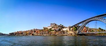 Panorama cosido de Oporto y del río del Duomo Foto de archivo