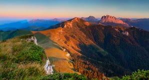 Panorama Cuesta Achishboki et montagne Asbestnay Photos libres de droits