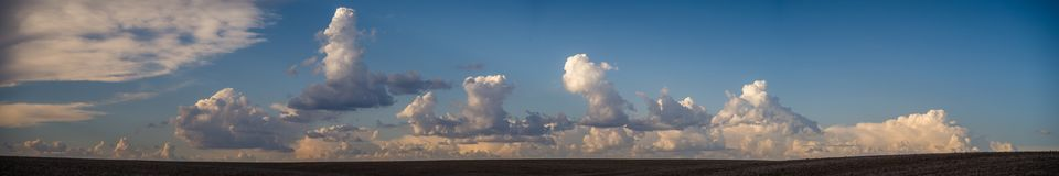 Panorama: Cumulonimbuswolken, die über dem Palouse sich bilden stockfotografie