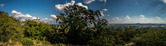 Panorama Czeski krajobraz z Bezdez kasztelem zdjęcie royalty free
