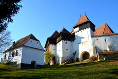 Panorama d'église enrichie dans Viscri, la Transylvanie, Roumanie photo stock