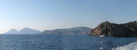 Panorama d'île de Lipari et x28 ; harbor& x29 ; - Messine - la Sicile - l'Italie Image stock
