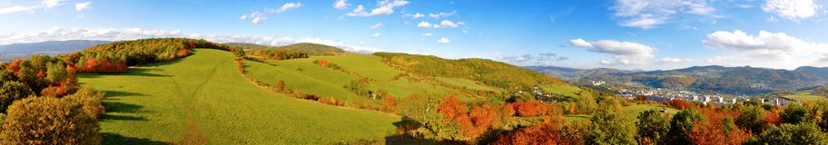 Panorama d'automne des montagnes photo stock