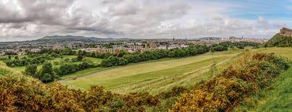 Panorama d'Edimbourg de parc de Holyrood Images stock