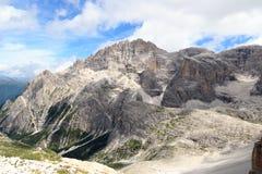 Panorama d'Elferkofel de montagne et hutte alpine Zsigmondyhutte en dolomites de Sexten, Tyrol du sud Image libre de droits