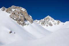 Panorama d'hiver d'Alpes après des chutes de neige Photographie stock