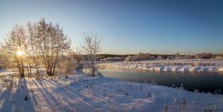 Panorama d'hiver de la rivière, Russie, Ural Image libre de droits