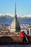 Panorama d'hiver de Turin avec des touristes Image libre de droits