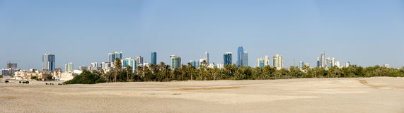 Panorama d'horizon de Manama, Bahrain Images stock