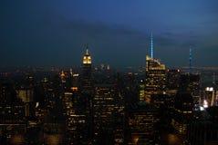 Panorama d'horizon de New York City Manhattan la nuit Photos libres de droits