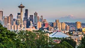Panorama d'horizon de Seattle au coucher du soleil comme vu de Kerry Park, WA, Etats-Unis Images libres de droits