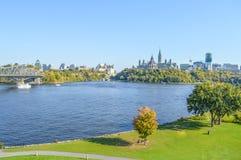 Panorama d'horizon de ville d'Ottawa Photo stock
