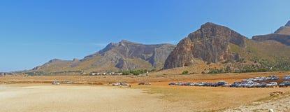 Panorama d'horizontal de montagne de bord de la mer Photographie stock