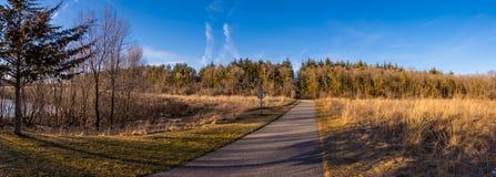 Panorama d'itinéraire aménagé pour amateurs de la nature en Cedar Falls, Iowa Images libres de droits