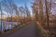 Panorama d'itinéraire aménagé pour amateurs de la nature en Cedar Falls, Iowa Photographie stock libre de droits