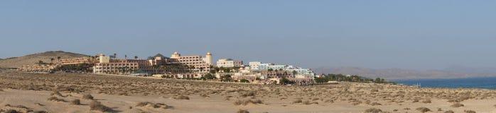 Panorama d'un complexe d'hôtel à Fuerteventura Photographie stock libre de droits